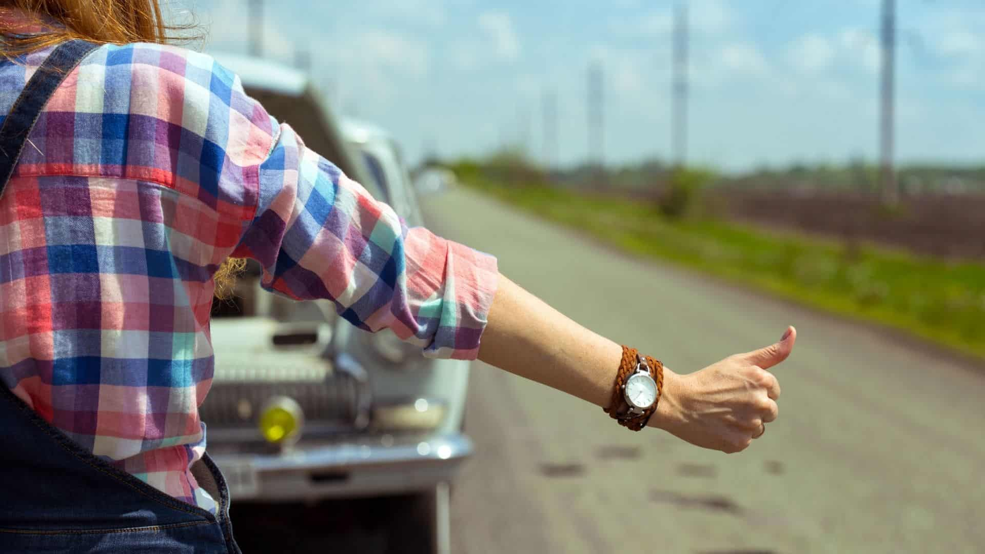 Is it legal to hitchhike in Australia?