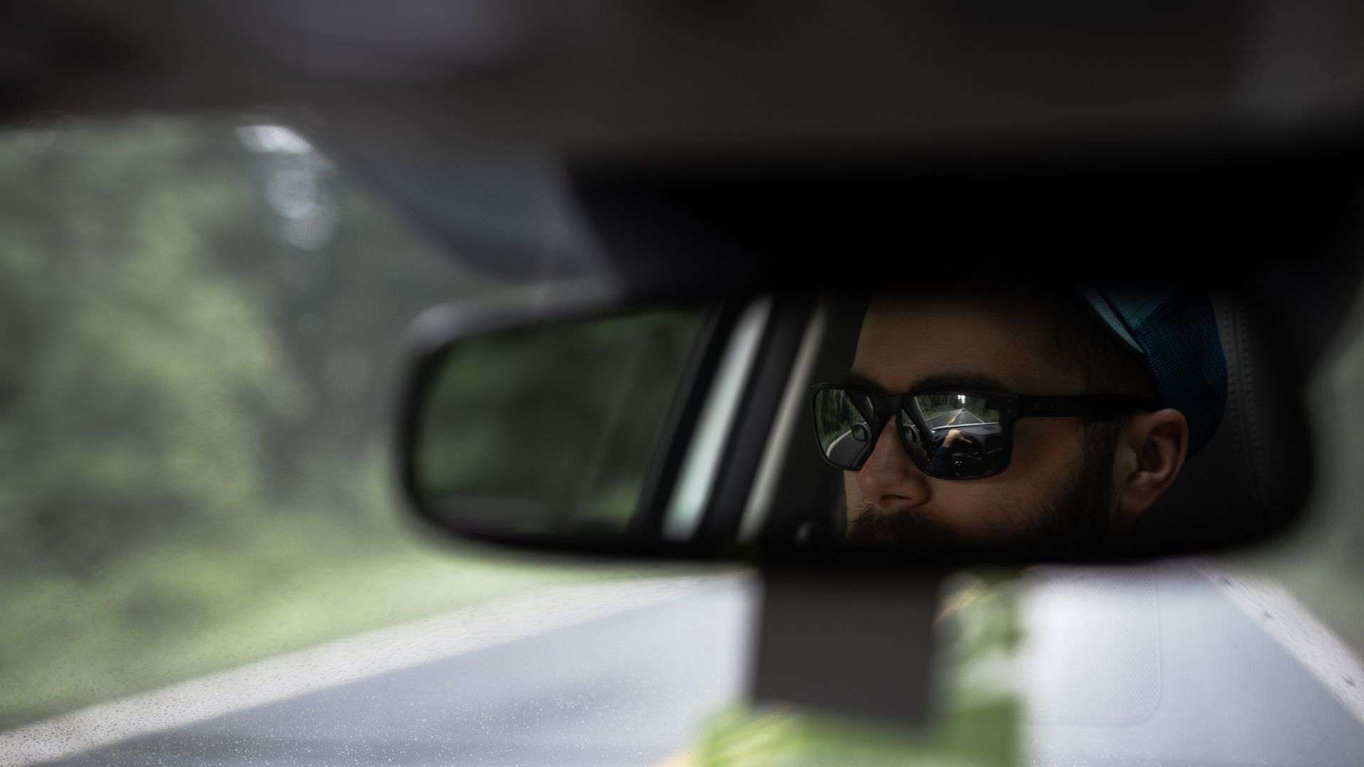 Is it illegal to hang things from the rearview mirror in Autralia?